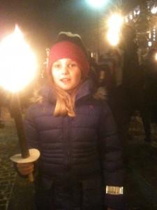 Datteren i fakkeltog for fred.